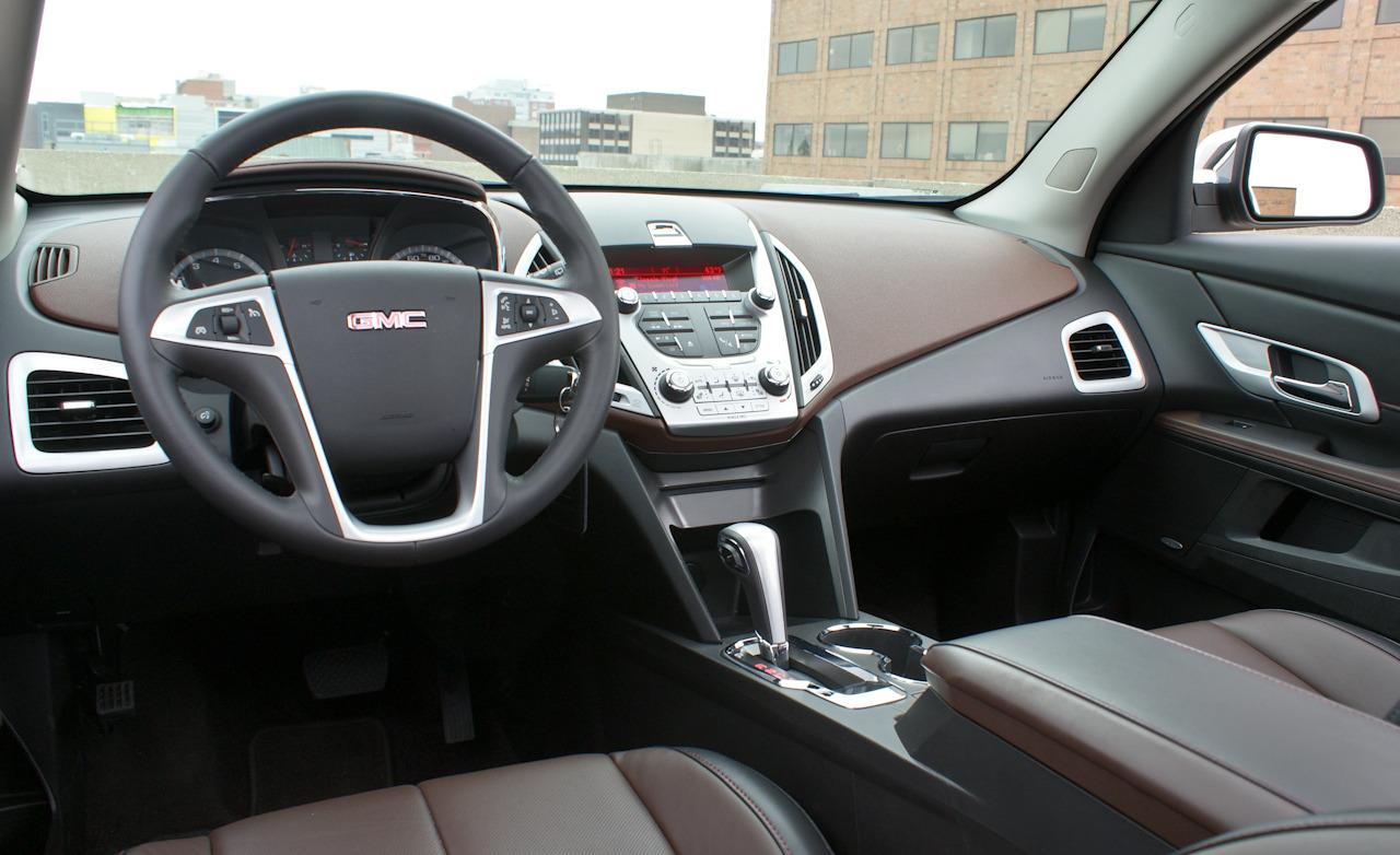 GMC TERRAIN AWD interior