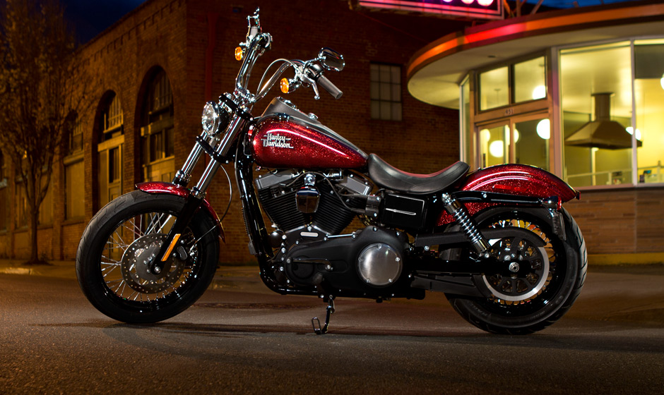HARLEY-DAVIDSON DYNA CUSTOM red