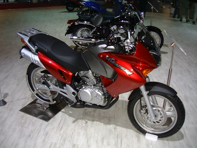 HONDA 125 VARADERO red