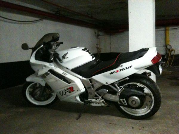 HONDA 750 white