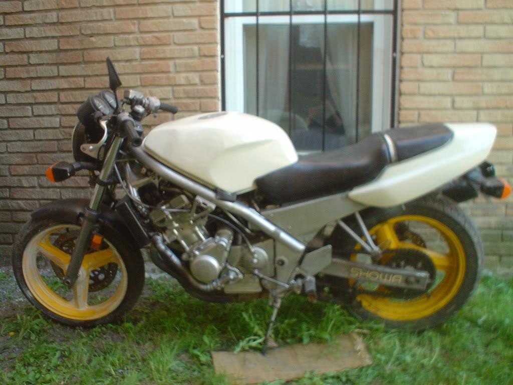 HONDA CB1 white
