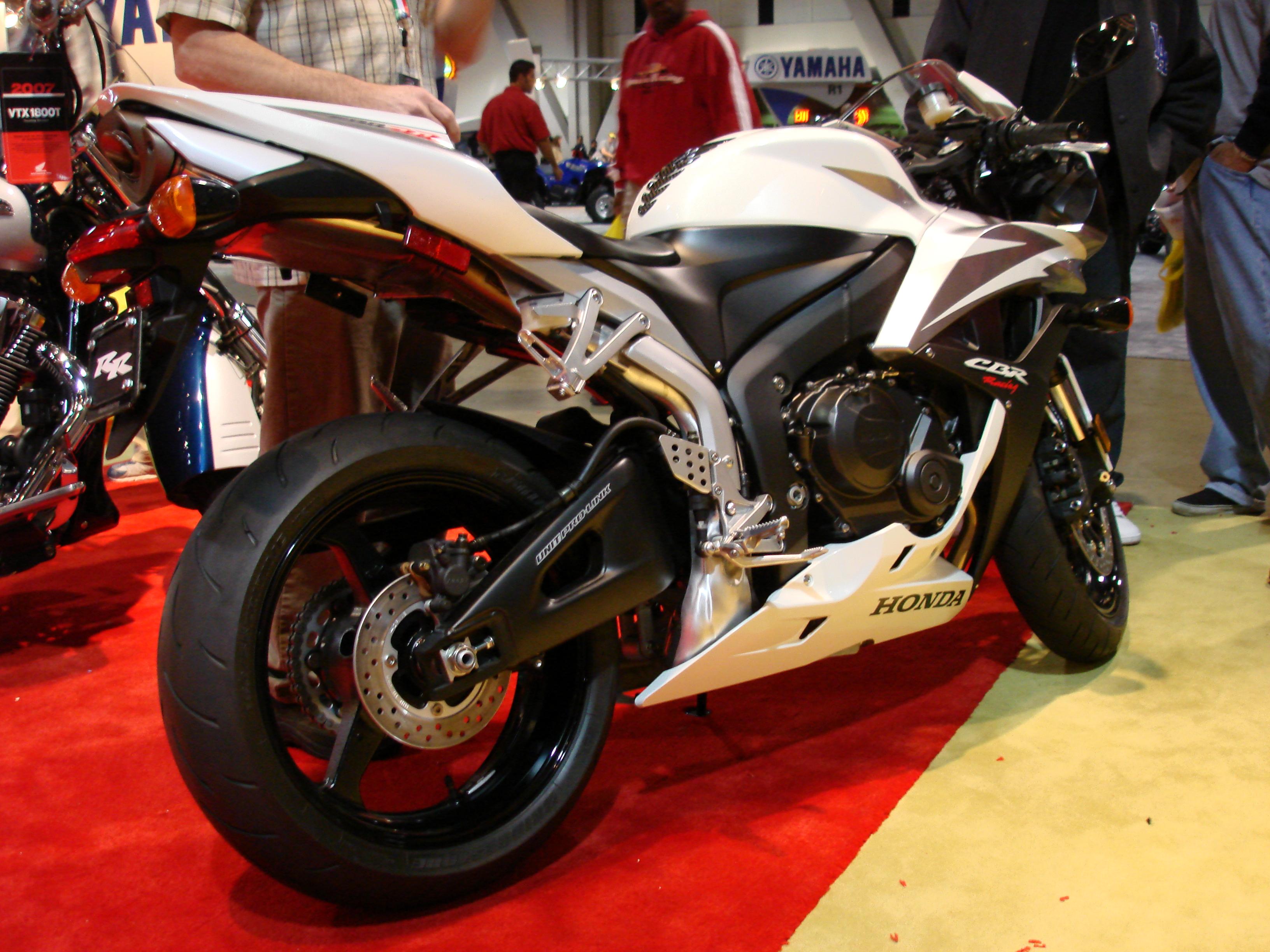 HONDA CBR 600 white