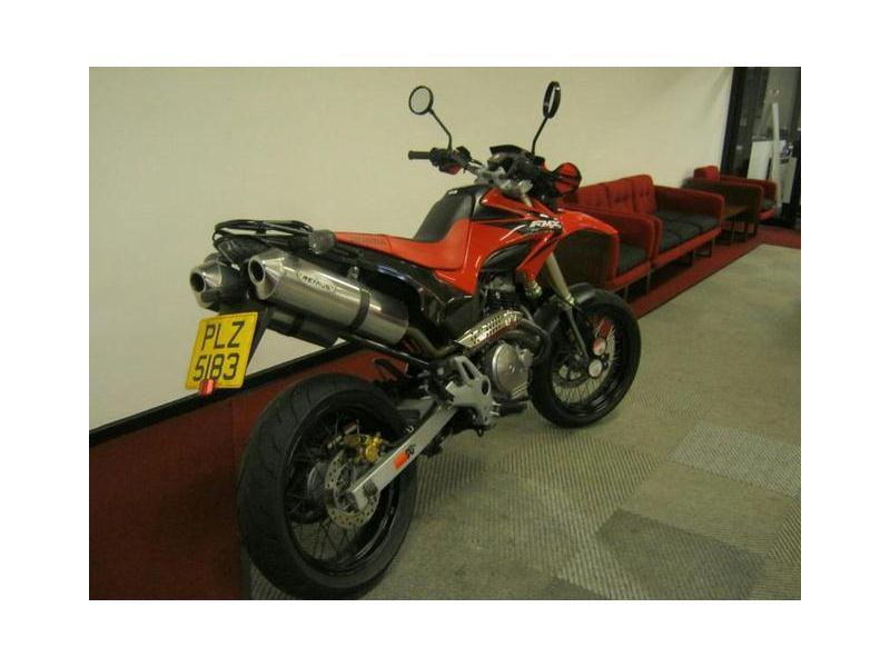 HONDA FMX 650 red