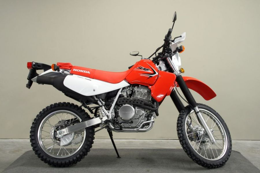 HONDA XR red
