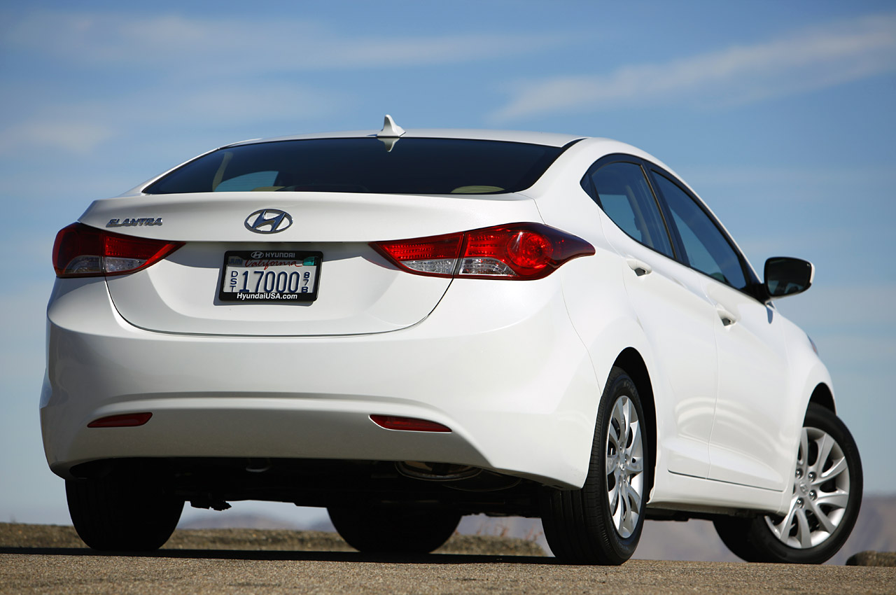 HYUNDAI ELANTRA AT white