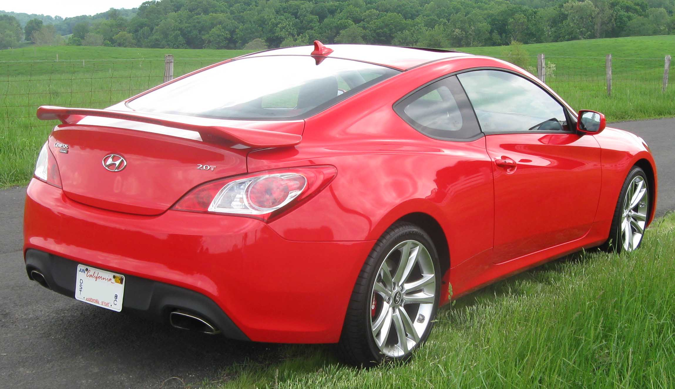 hyundai genesis coupe review and photos. Black Bedroom Furniture Sets. Home Design Ideas