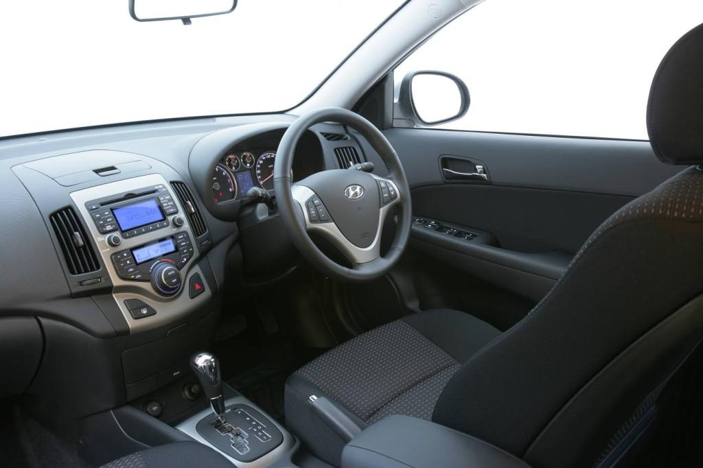 HYUNDAI I 30 interior