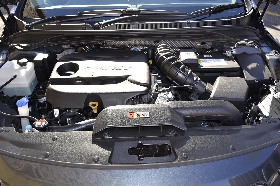 HYUNDAI I40 AT engine