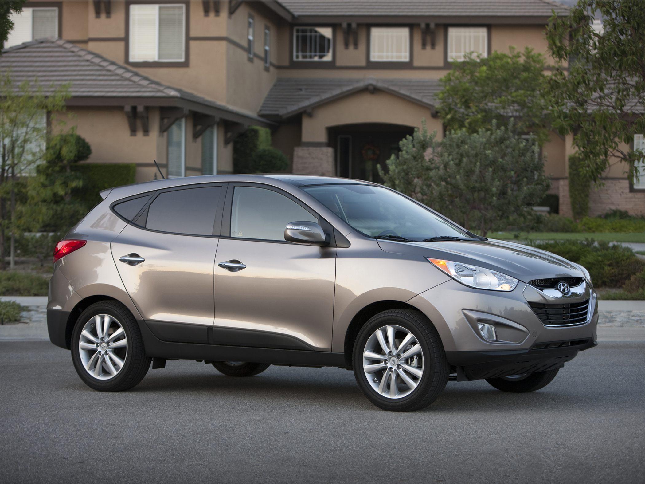 tucson limited autoguide awd news com hyundai review manufacturer side