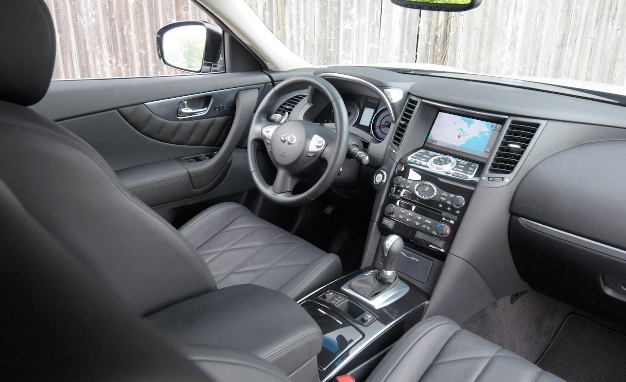 INFINITI FX interior