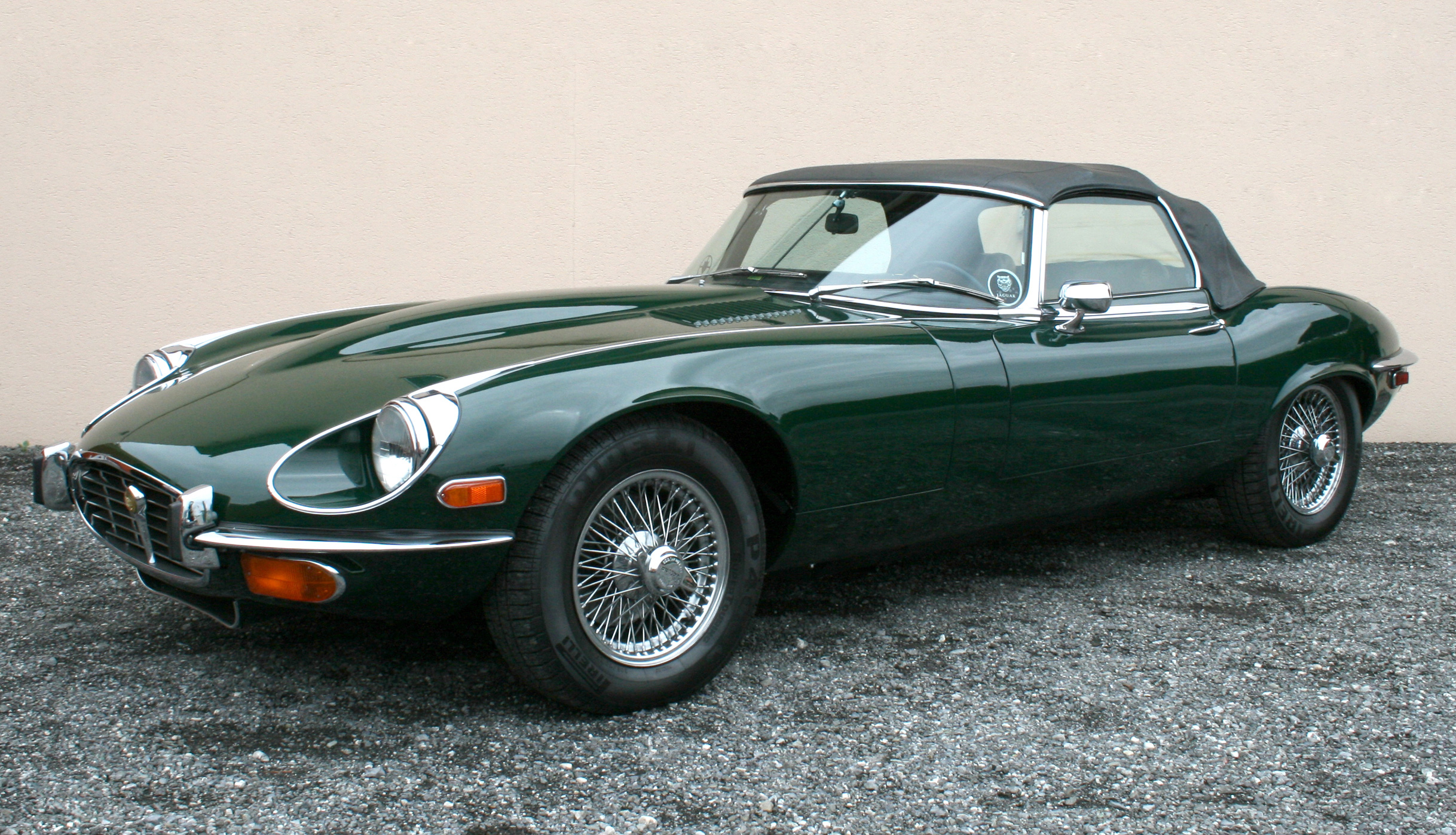 jaguar e type review and photos. Black Bedroom Furniture Sets. Home Design Ideas
