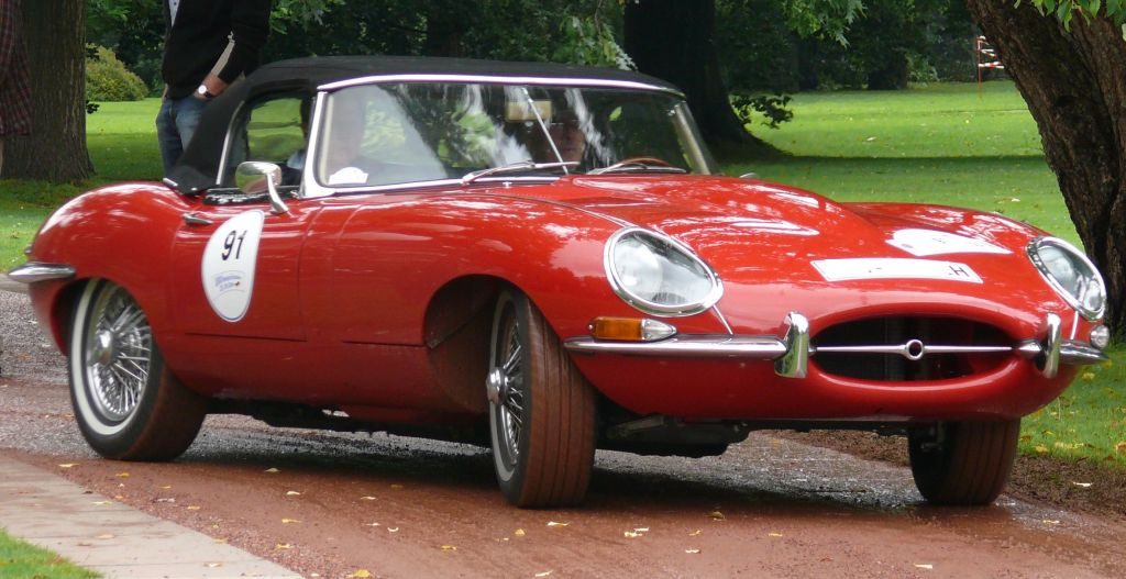 JAGUAR E-TYPE red