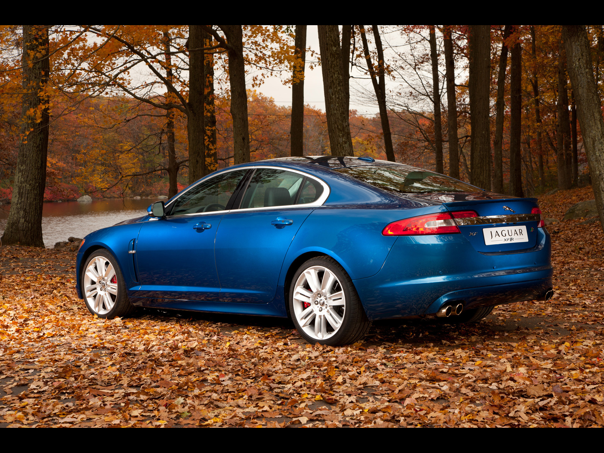JAGUAR XF 10 blue