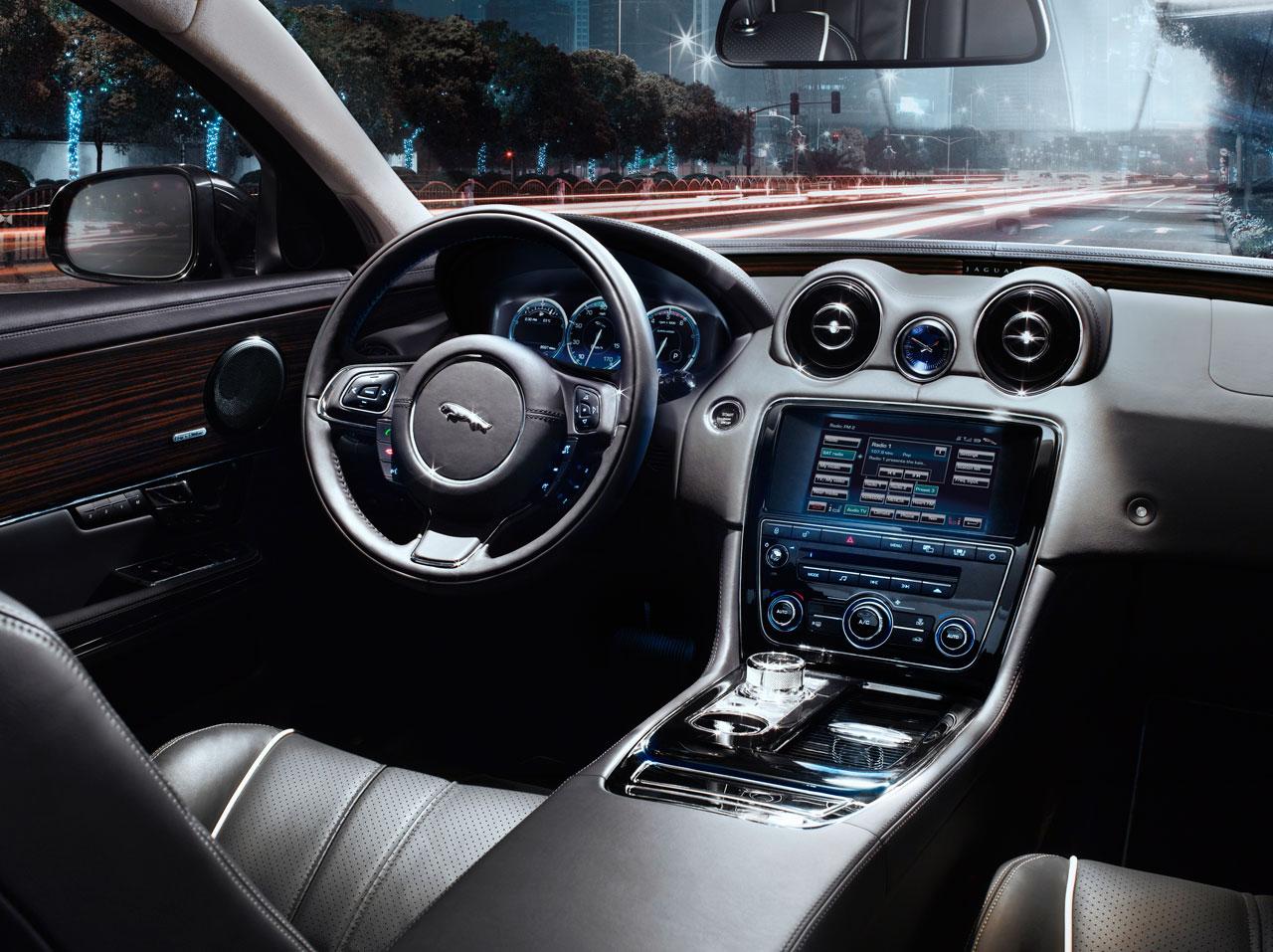 JAGUAR XJ 4.2 interior