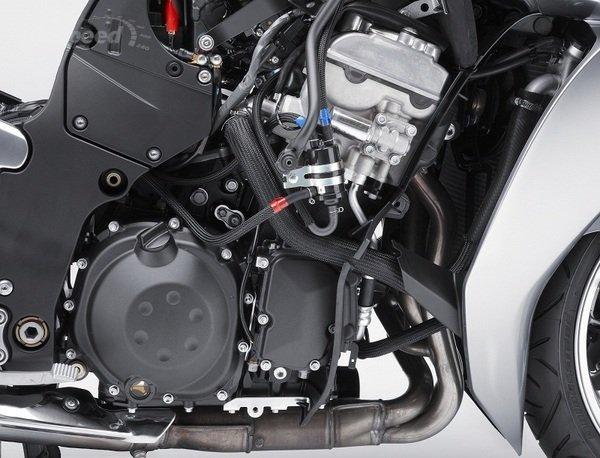 KAWASAKI CONCOURS engine