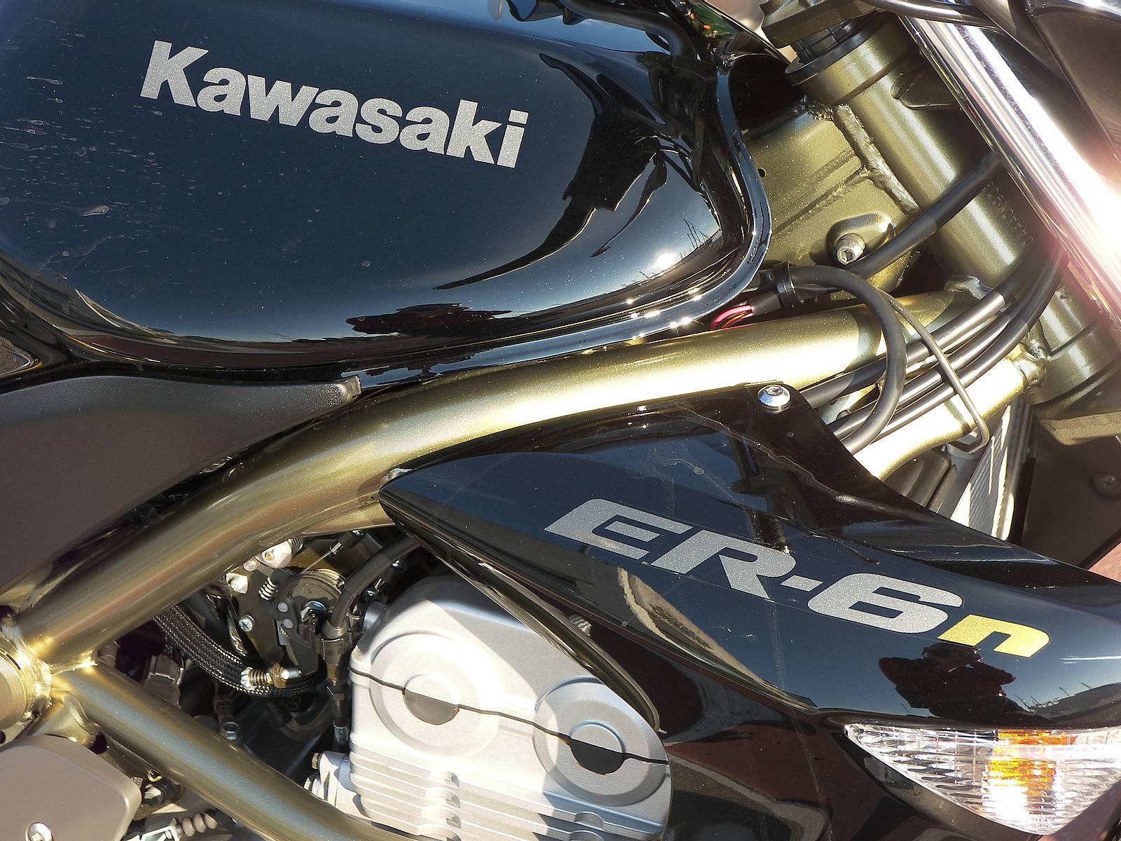 KAWASAKI ER 6 black