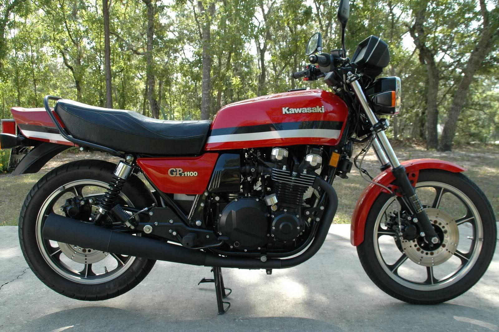 KAWASAKI GPZ 1100 black