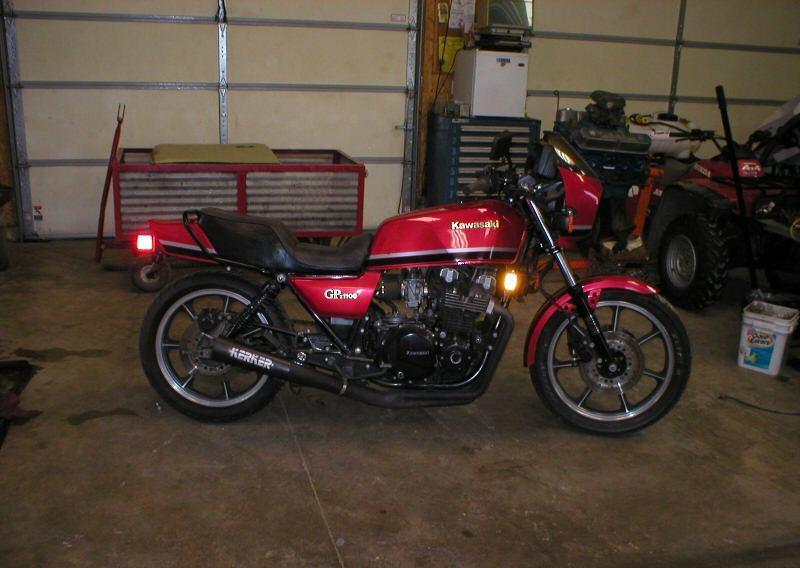 KAWASAKI GPZ 1100 red