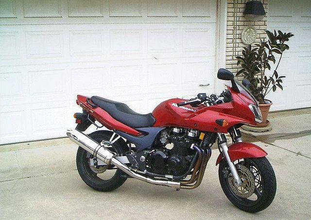 KAWASAKI ZR-7 red