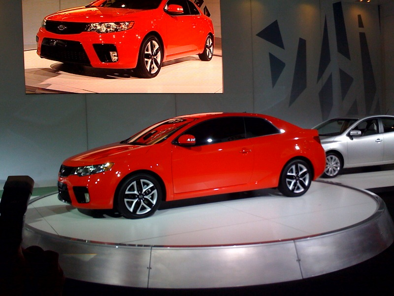 KIA FORTE KOUP red