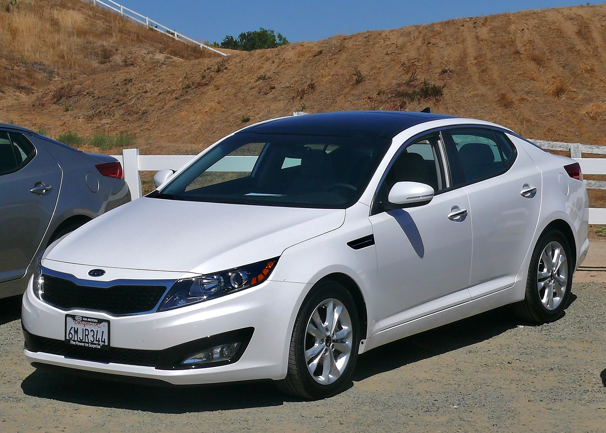 KIA OPTIMA 2.4 white