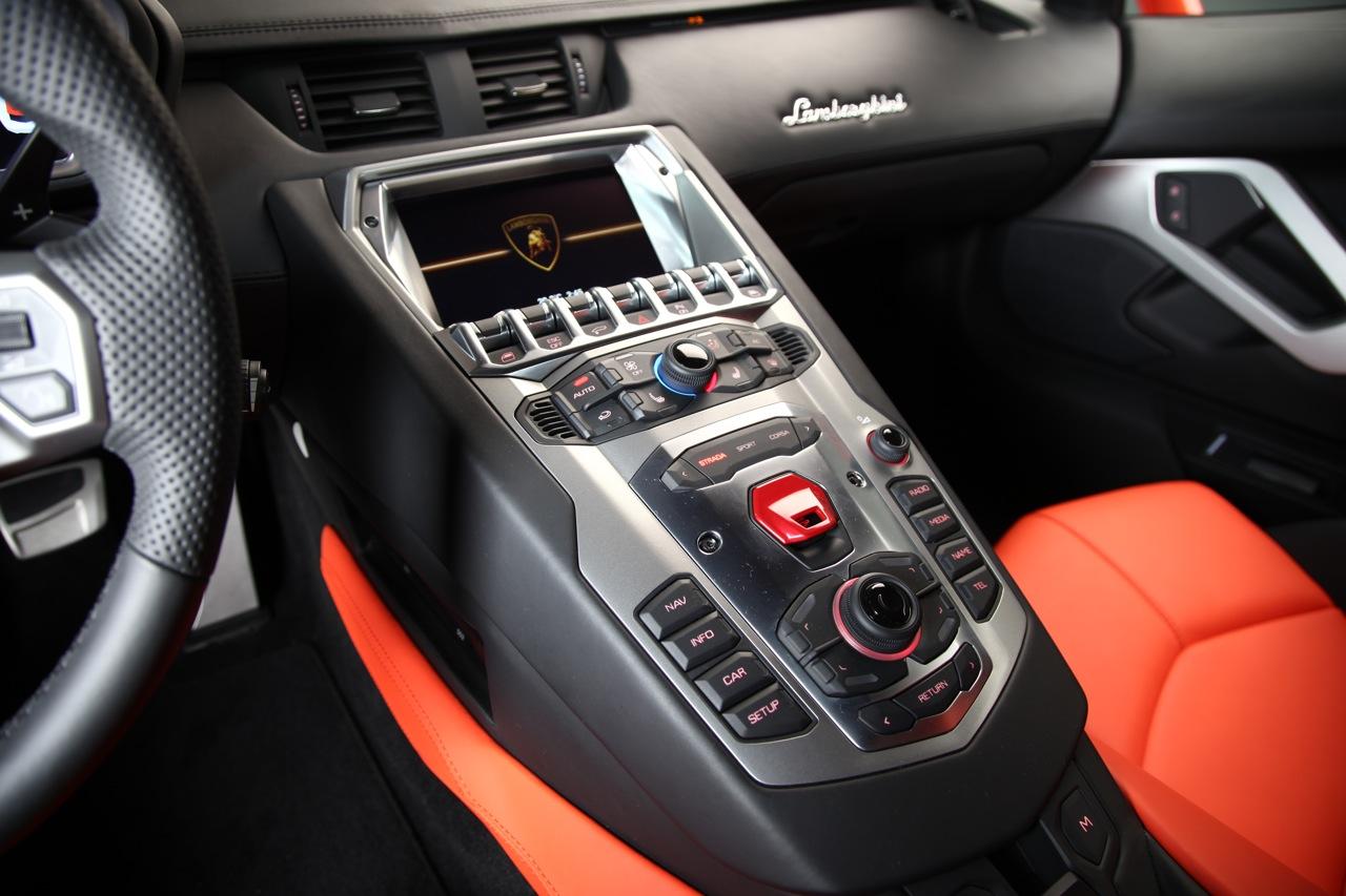 LAMBORGHINI AVENTADOR LP 700-4 interior