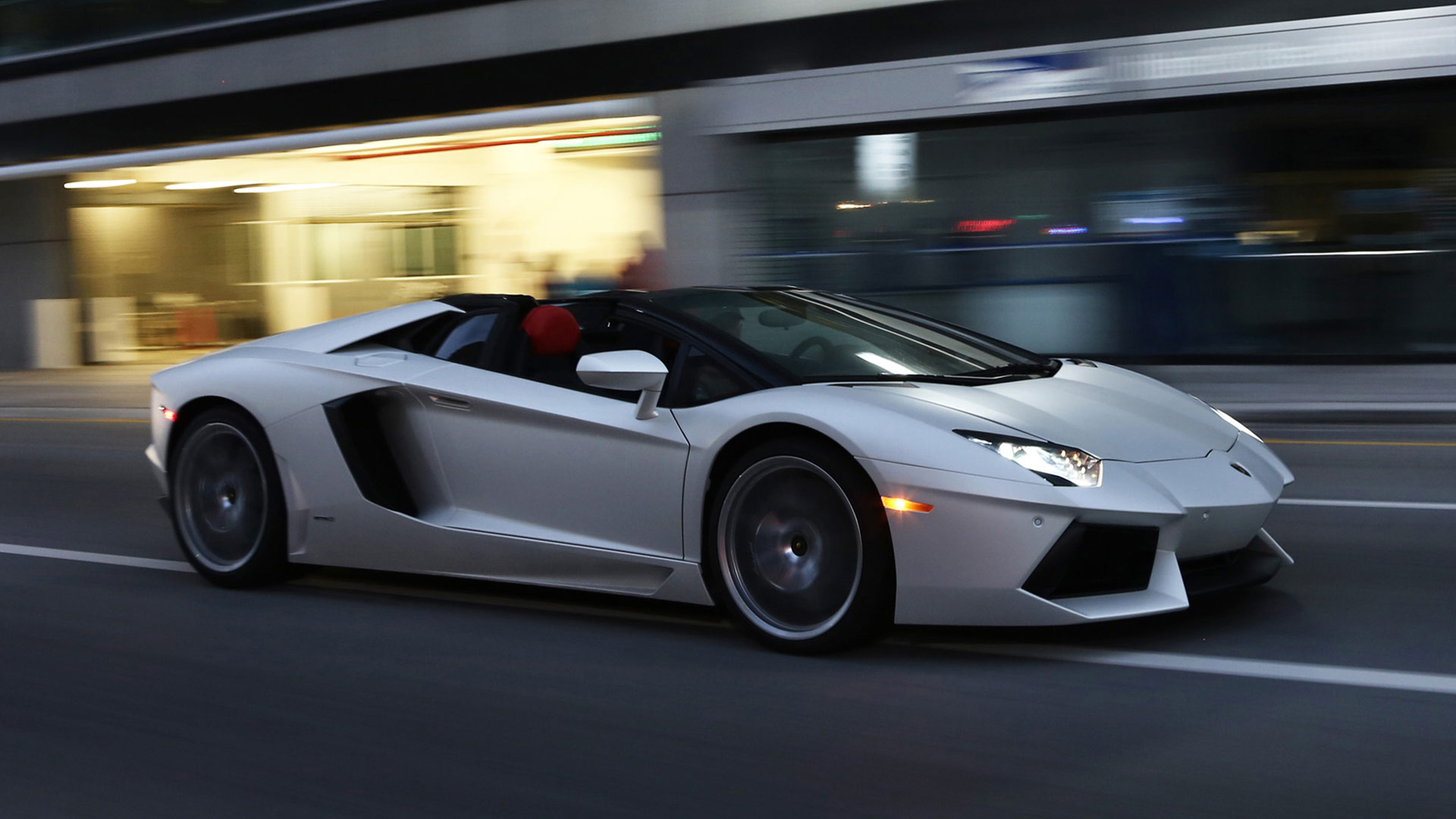 lamborghini aventador lp 700-4 roadster - review and photos