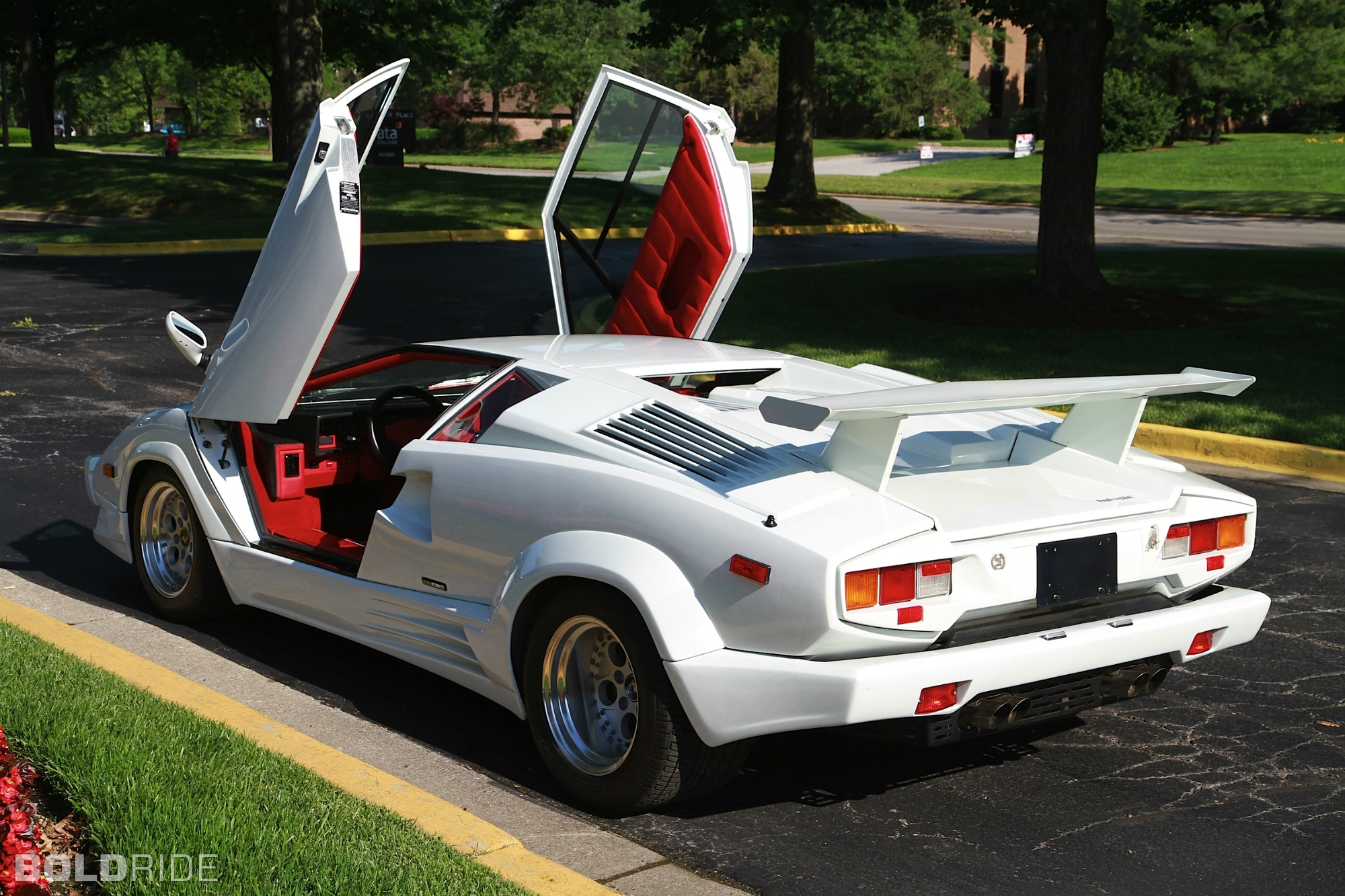 lamborghini countach review and photos. Black Bedroom Furniture Sets. Home Design Ideas