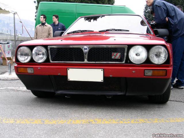 LANCIA DELTA S4 red