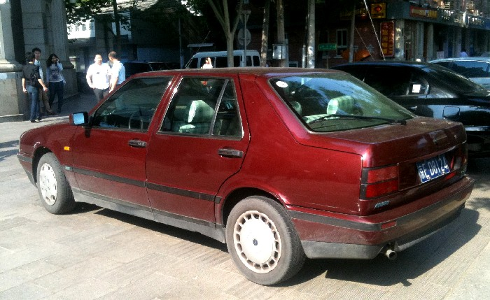 LANCIA THEMA 2.0 IE red