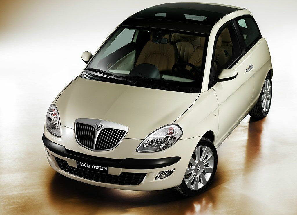 lancia ypsilon review and photos. Black Bedroom Furniture Sets. Home Design Ideas