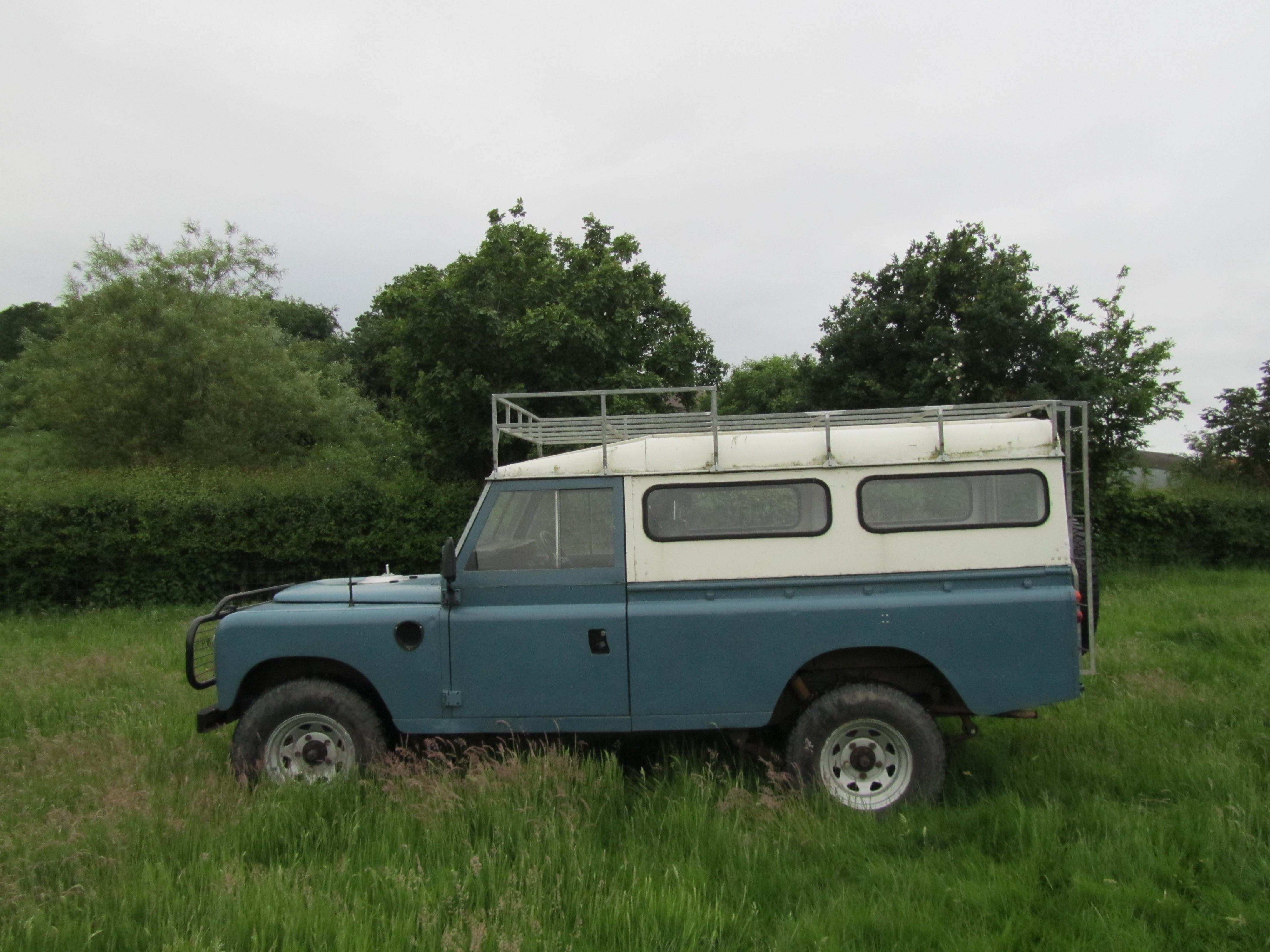 LAND ROVER 109 blue