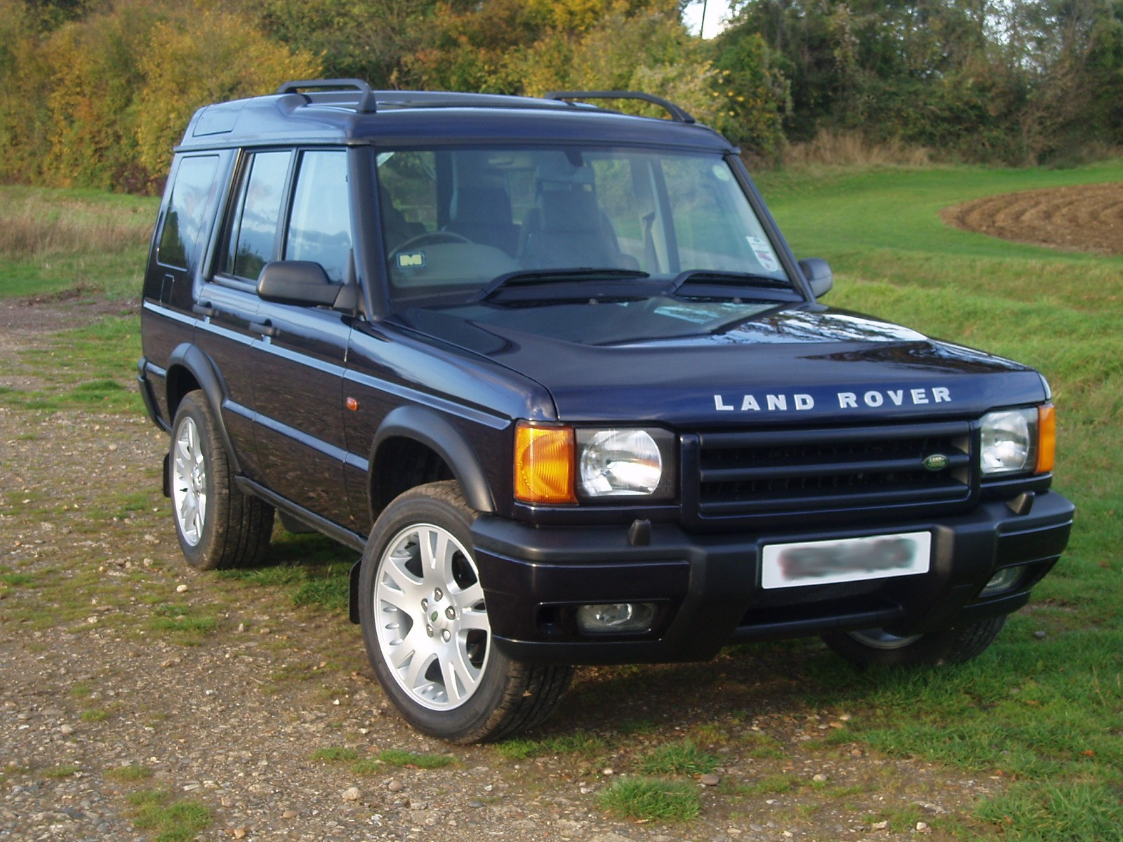 land rover discovery review and photos. Black Bedroom Furniture Sets. Home Design Ideas