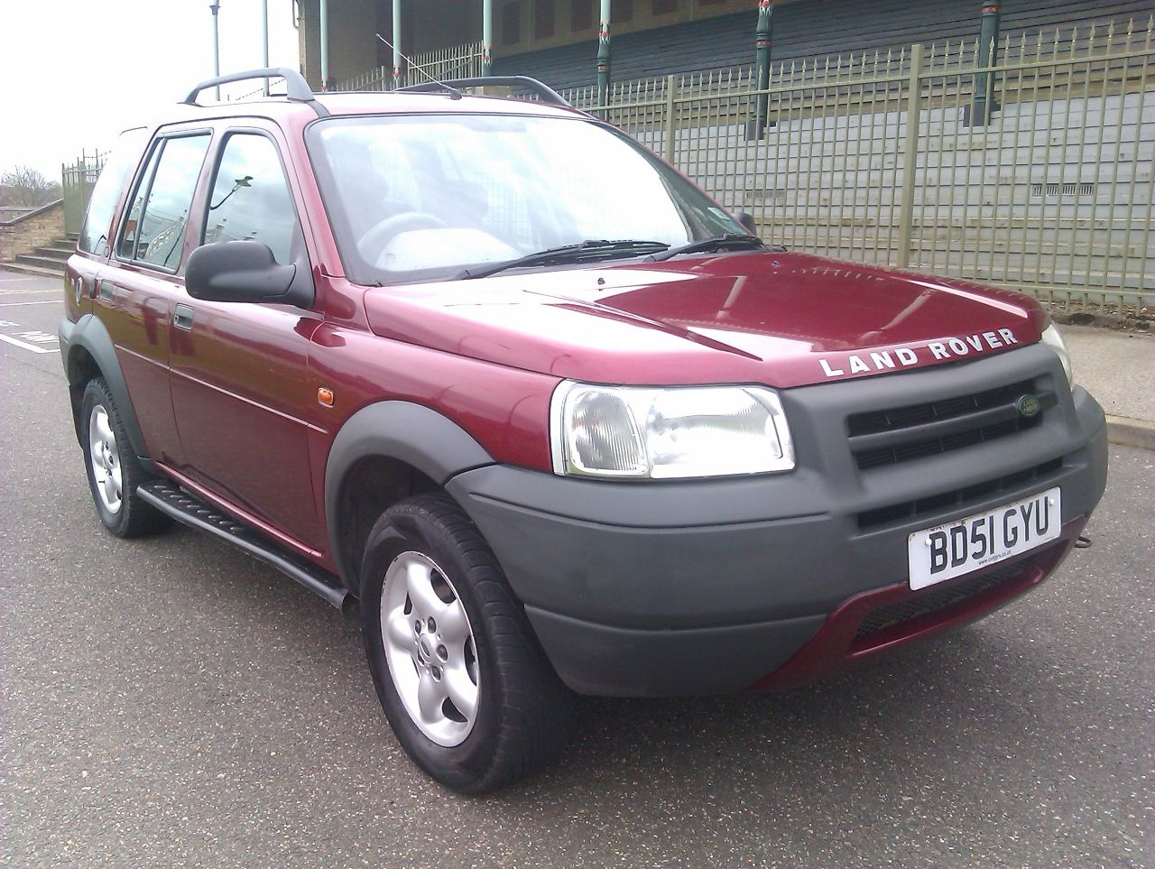 LAND ROVER FREELANDER 1.8 red
