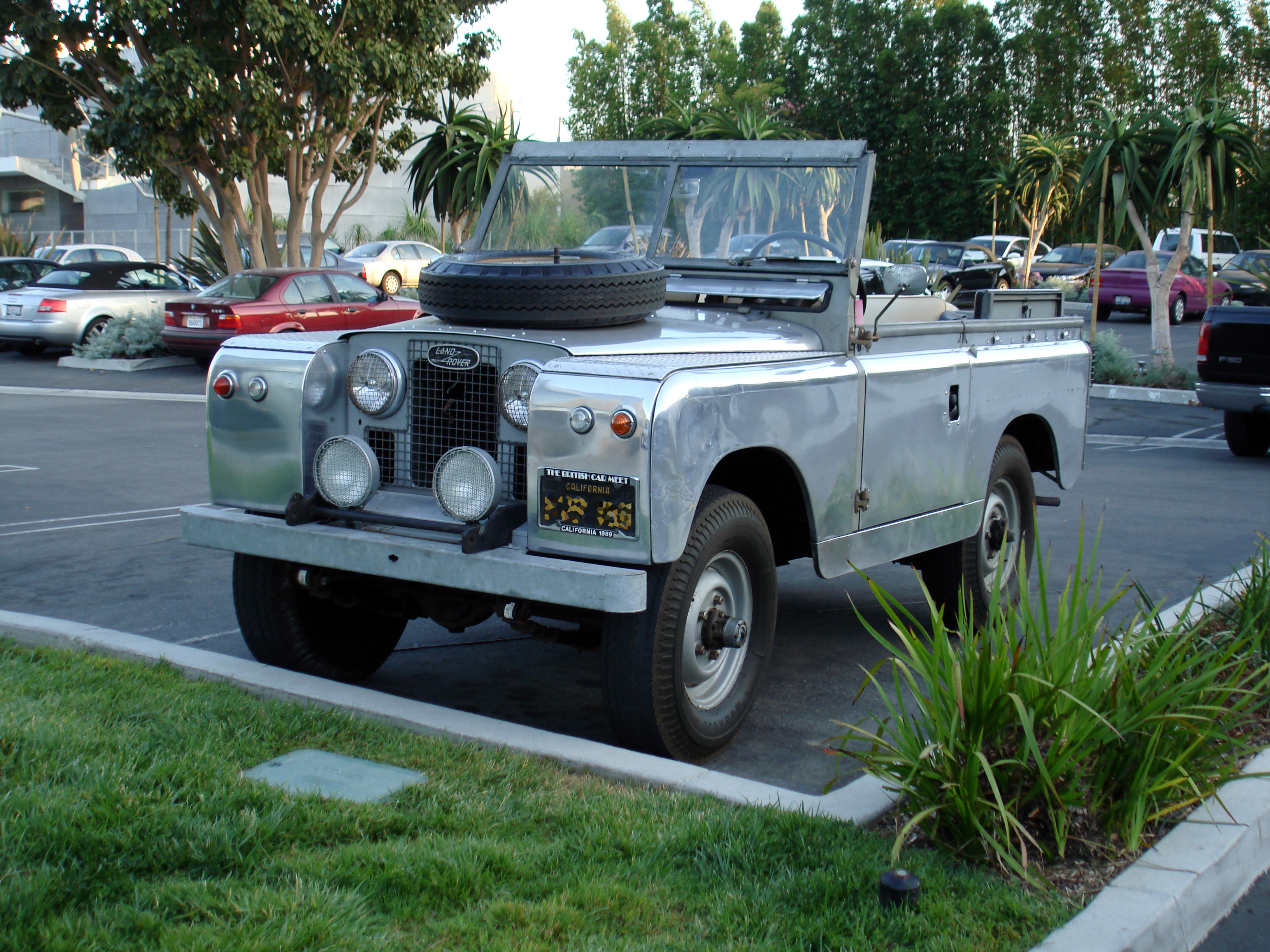 land rover wallpaper (Land Rover Series II)