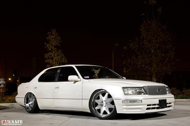 LEXUS 400 white
