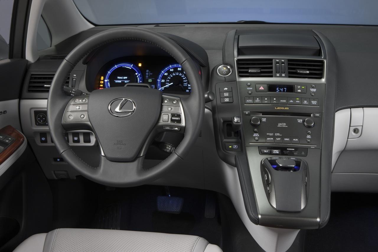 LEXUS IS 200 interior