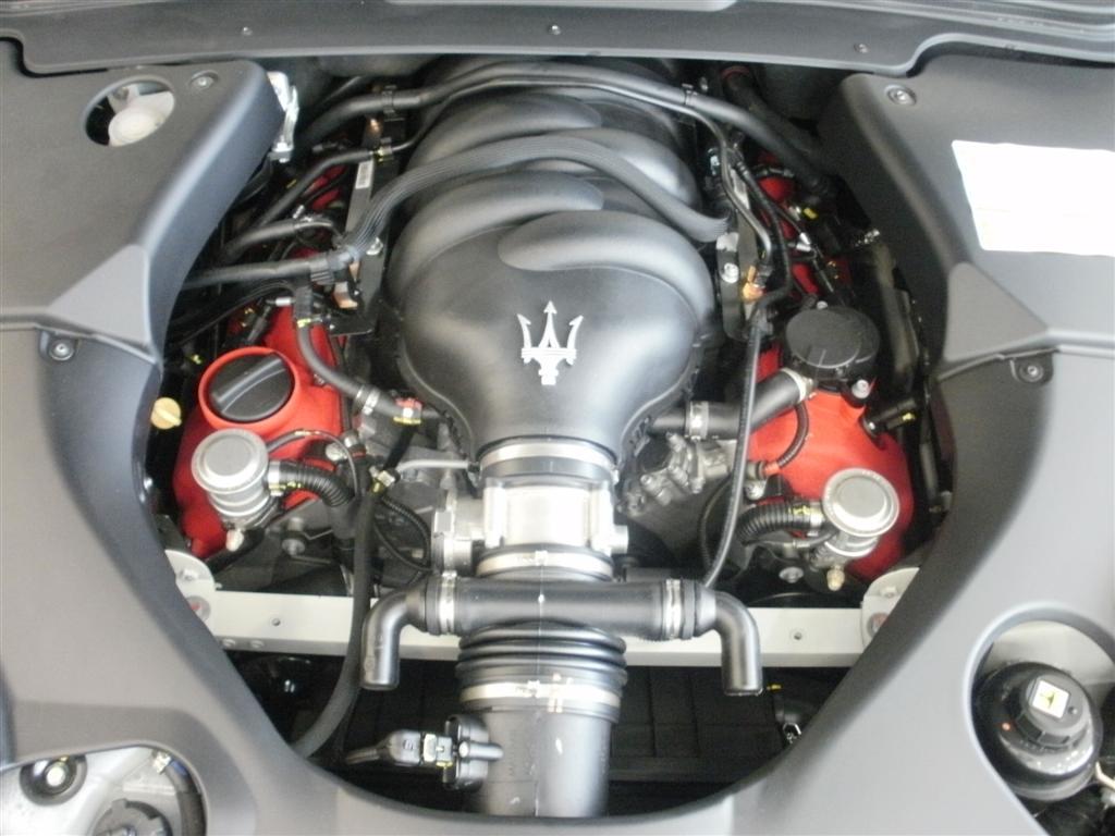 MASERATI GRANCABRIO engine