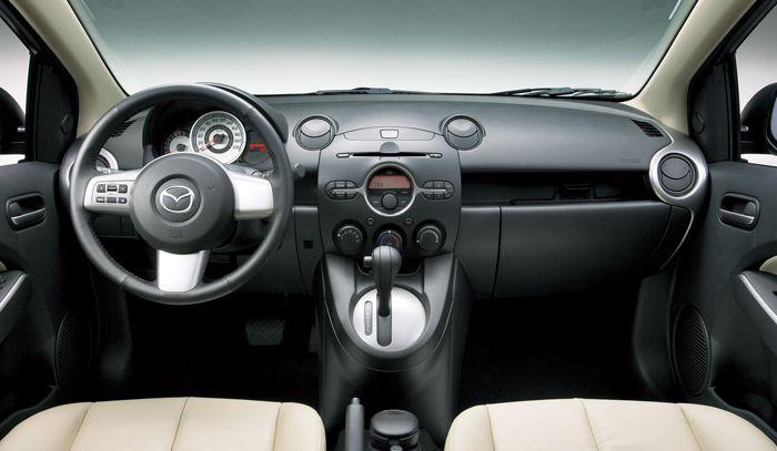 MAZDA DEMIO 1.5 interior