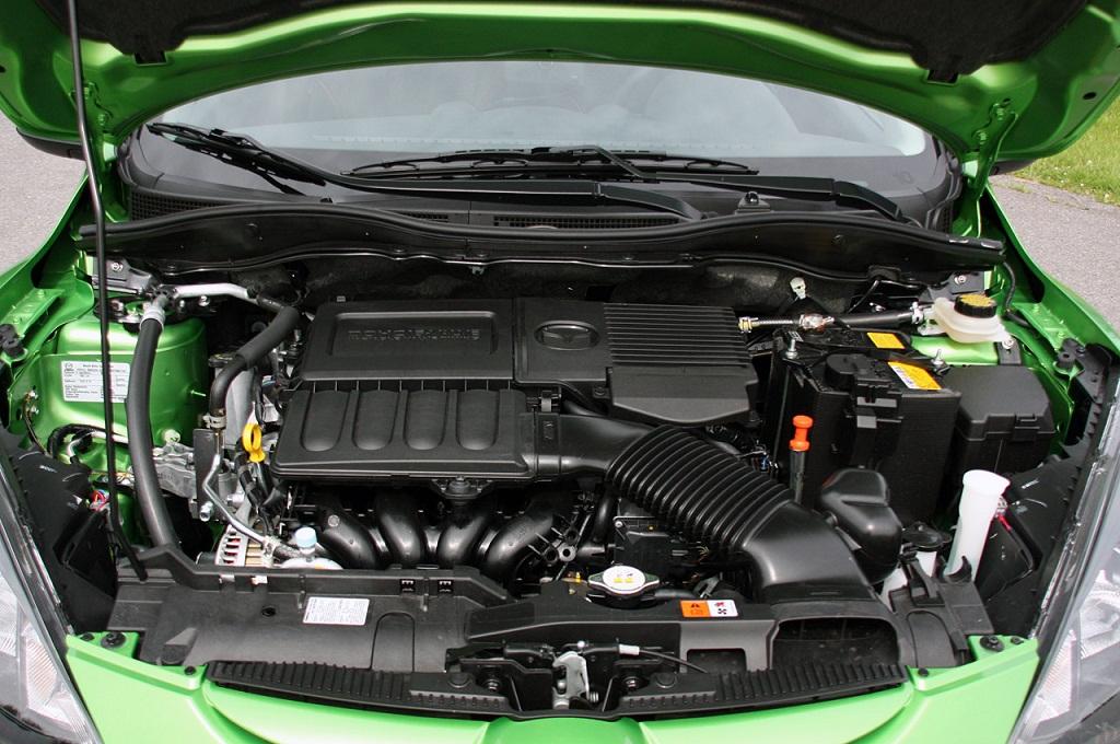 MAZDA DEMIO engine