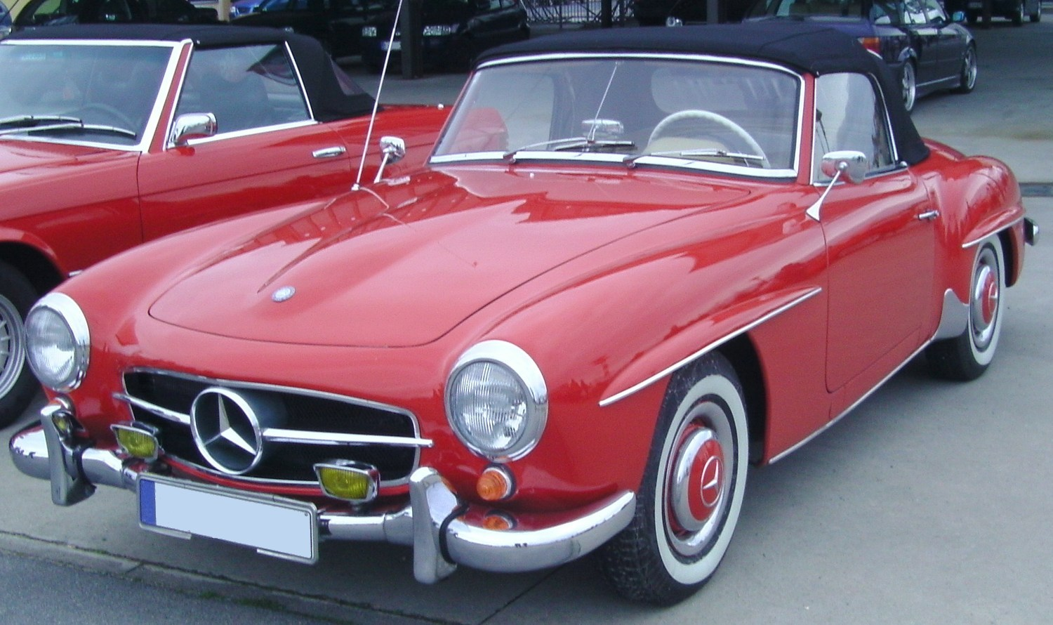 MERCEDES-BENZ 190 red