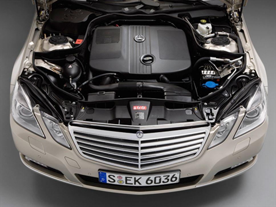 MERCEDES-BENZ E 220 engine