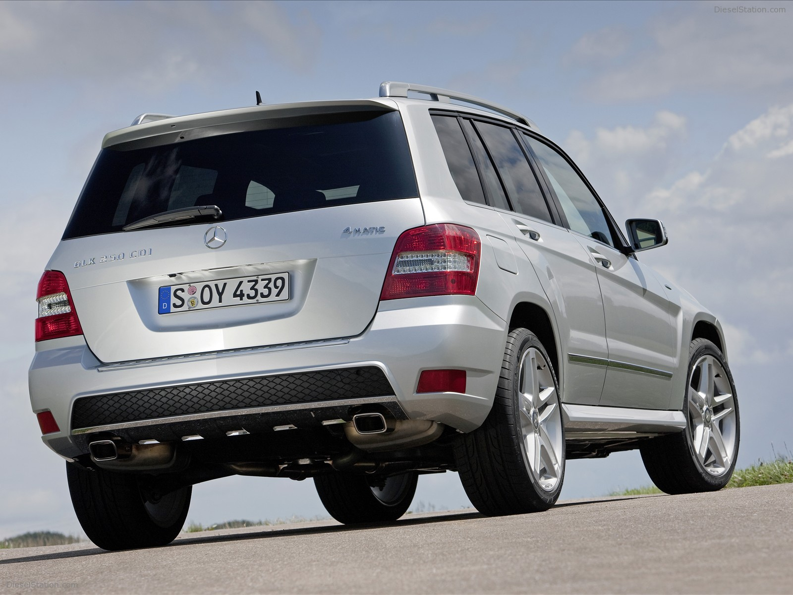mercedes benz glk class review and photos. Black Bedroom Furniture Sets. Home Design Ideas