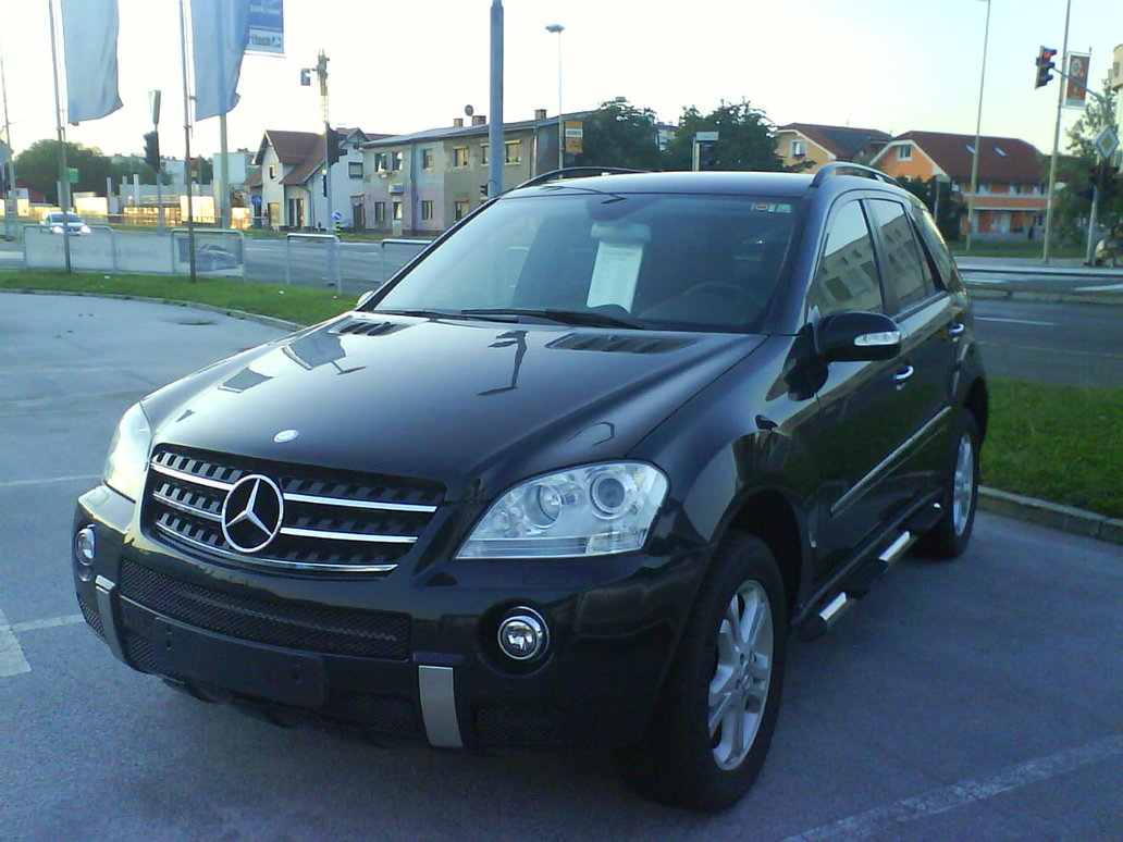 MERCEDES-BENZ ML black