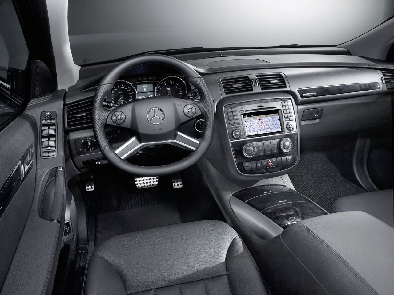 MERCEDES-BENZ R-CLASS interior