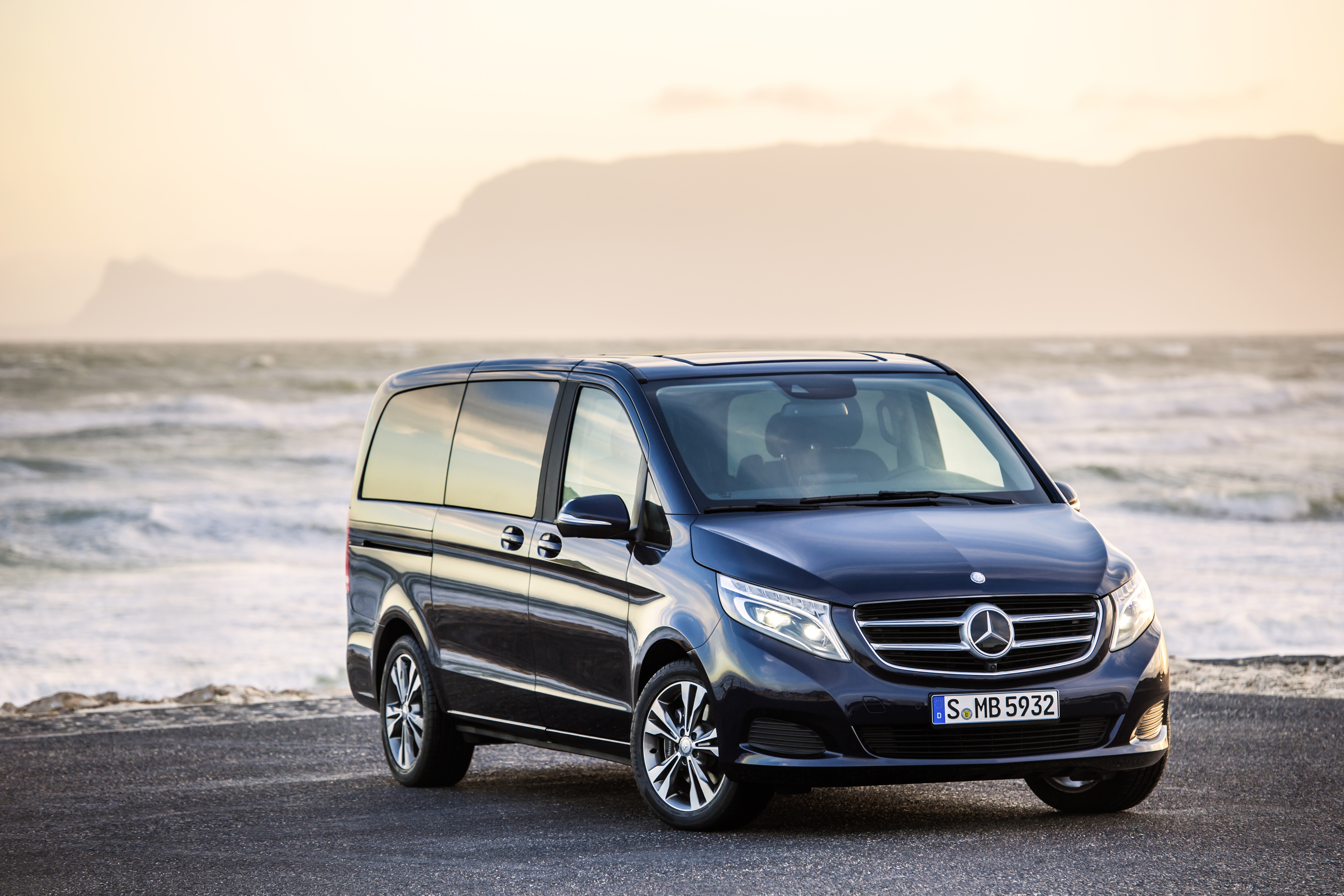 mercedes benz v class review and photos. Black Bedroom Furniture Sets. Home Design Ideas