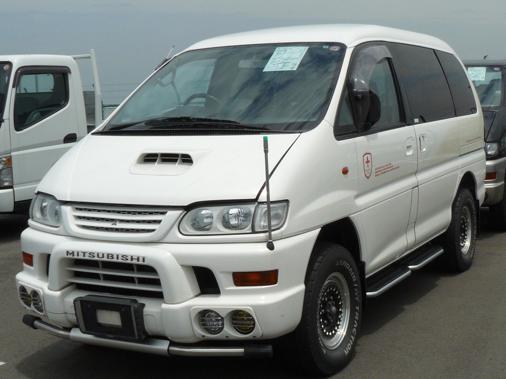 MITSUBISHI DELICA 4WD brown