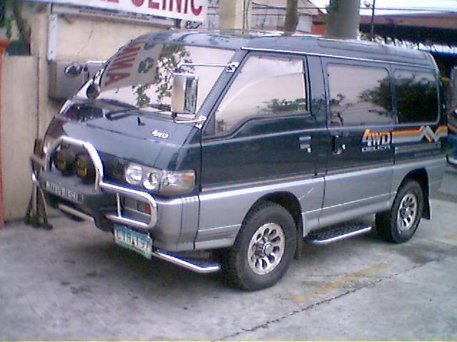 MITSUBISHI DELICA 4WD red