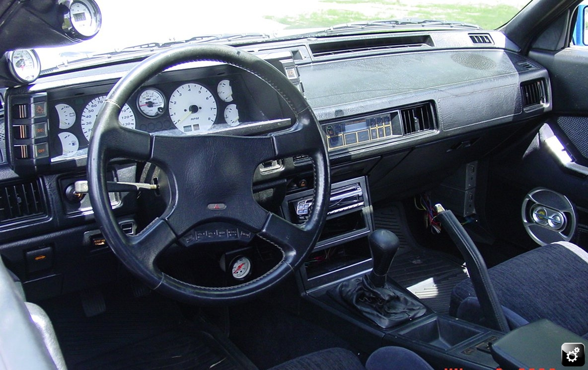 MITSUBISHI STARION TURBO interior