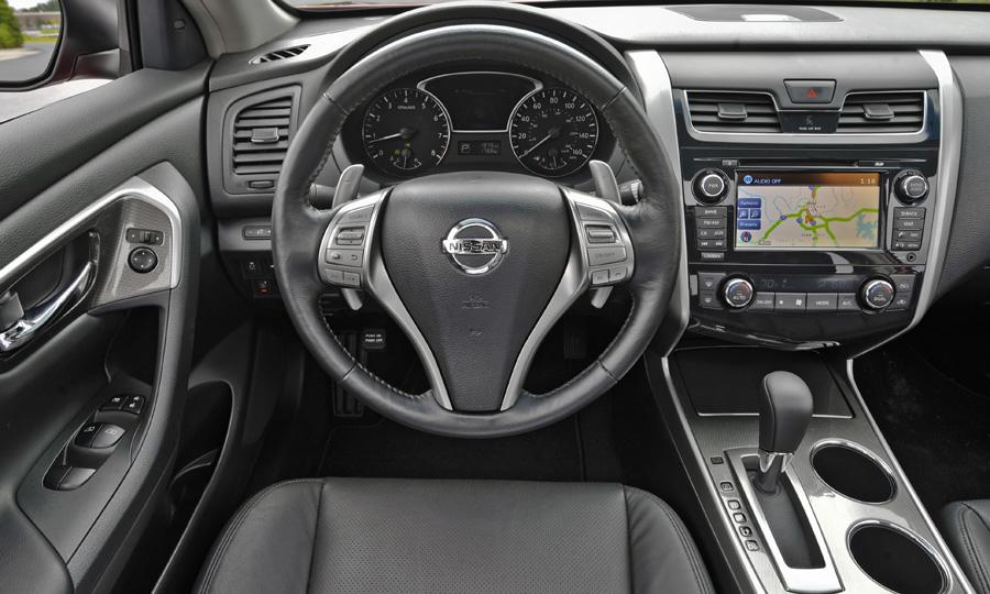 NISSAN ALTIMA 2.5 interior